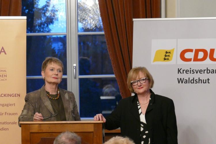 Staatssekretärin Friedhilde Gurr-Hirsch, MdL Sabine Hartmann-Müller (von links)