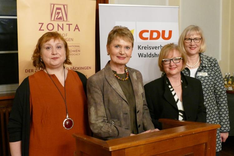 Nicole Böcker, CDU (li. außen), Maria von Kageneck, Präsidentin Zonta Club Bad Säckingen (re. außen)